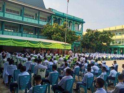 Serentak, Jokowi Buka Vaksinasi Merdeka TNI-Polri di Ponpes dan Rumah Ibadah